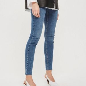 TOPSHOP Moto Jamie Raw Hem Jeans! Size 32.